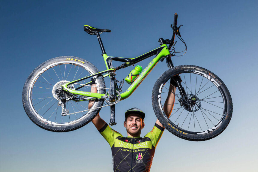 Fotógrafo deportivo en Ibiza: Sesión con Andrés de Ibiza Bike Tours